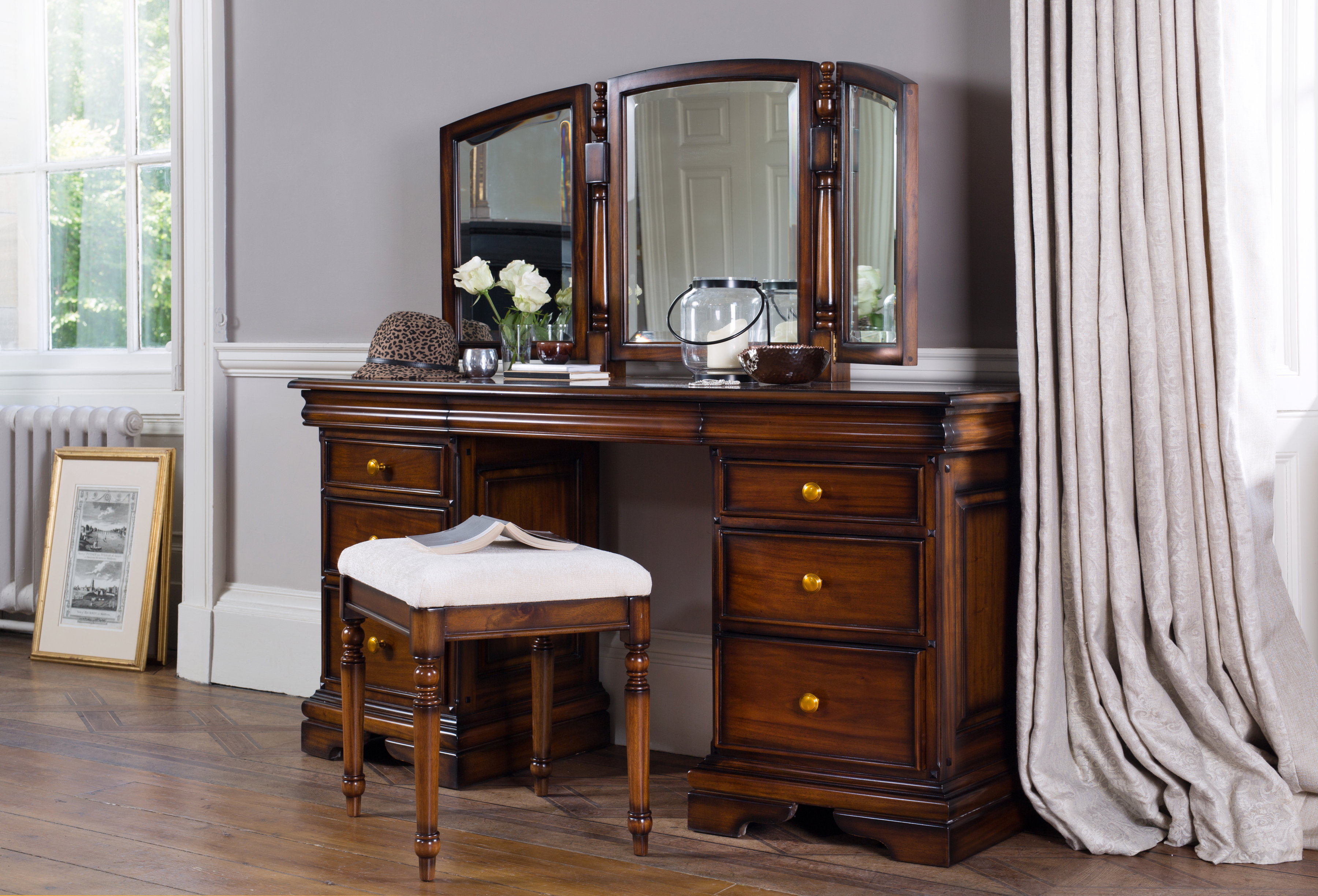 Loire Dressing Table With Mirror
