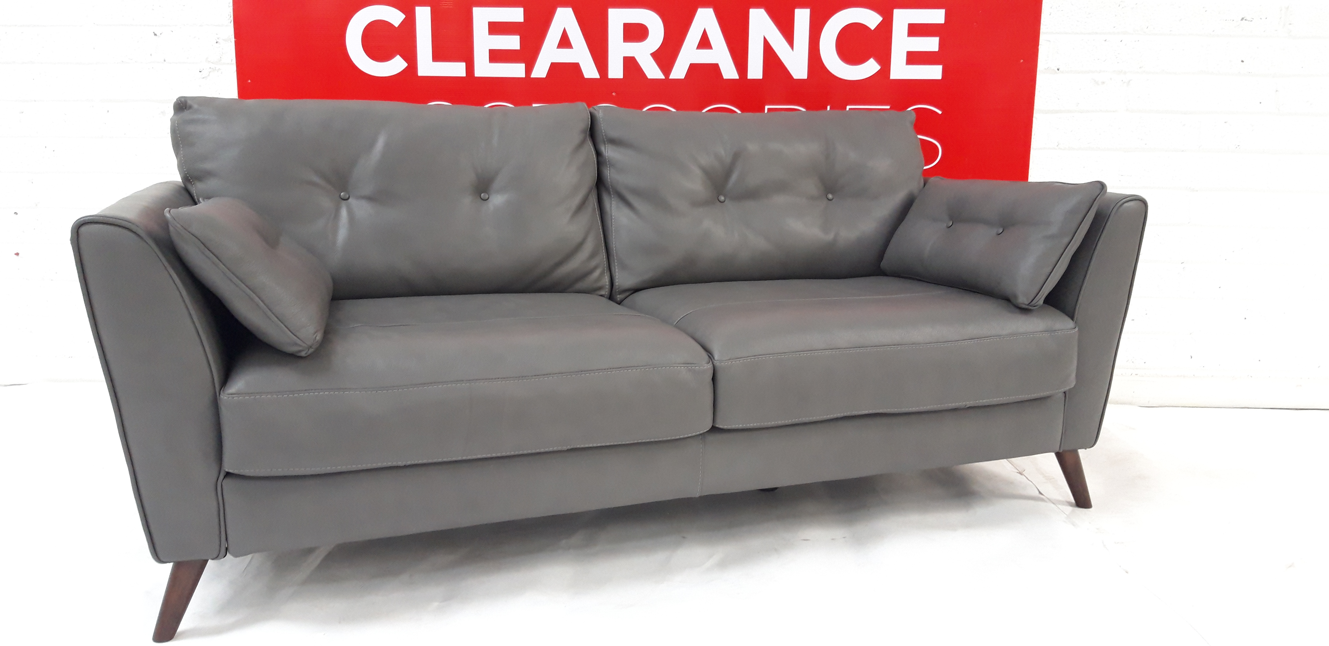 Bellagio Large Button Sofa - OUTLET